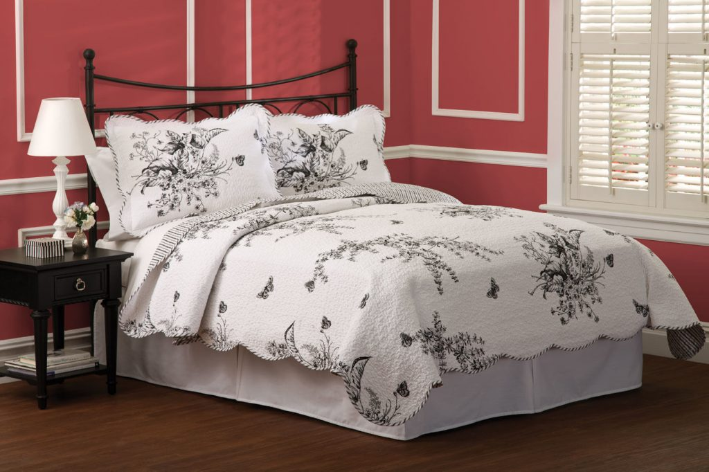 Evans Meadow Black White Toile Quilt Set