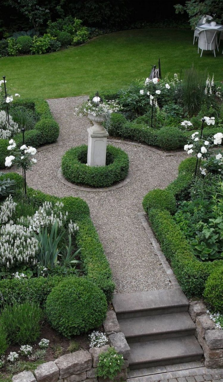 Formal Garden With Boxwood Plants And Urn Garden Formal Gardens