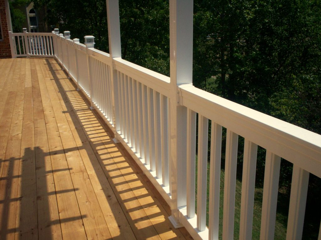 How To Build Custom Deck Railings In 2019 Diy Vinyl Deck Railing