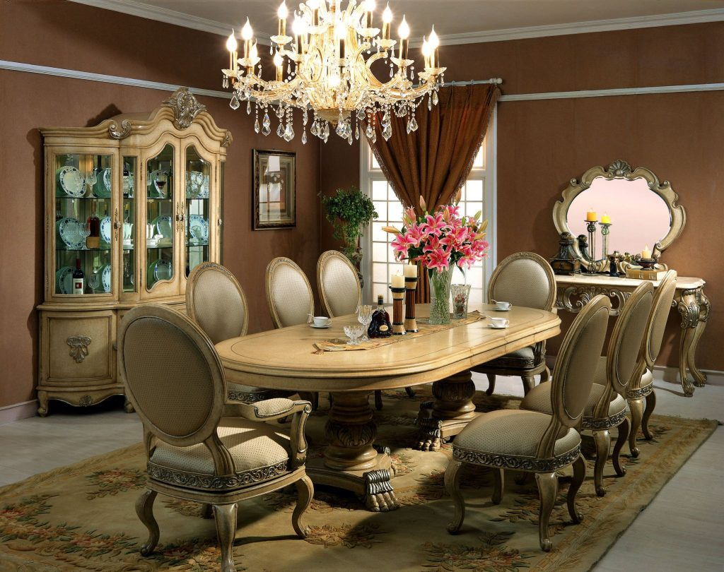 Marvelous Victorian Style Dining Room With Elegant Crystal