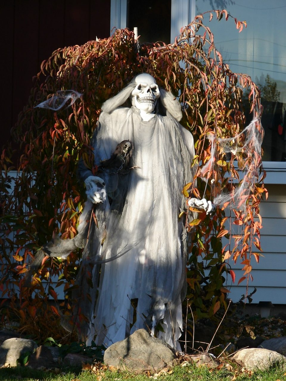 Outdoor Halloween Decorations Ideas To Stand Out