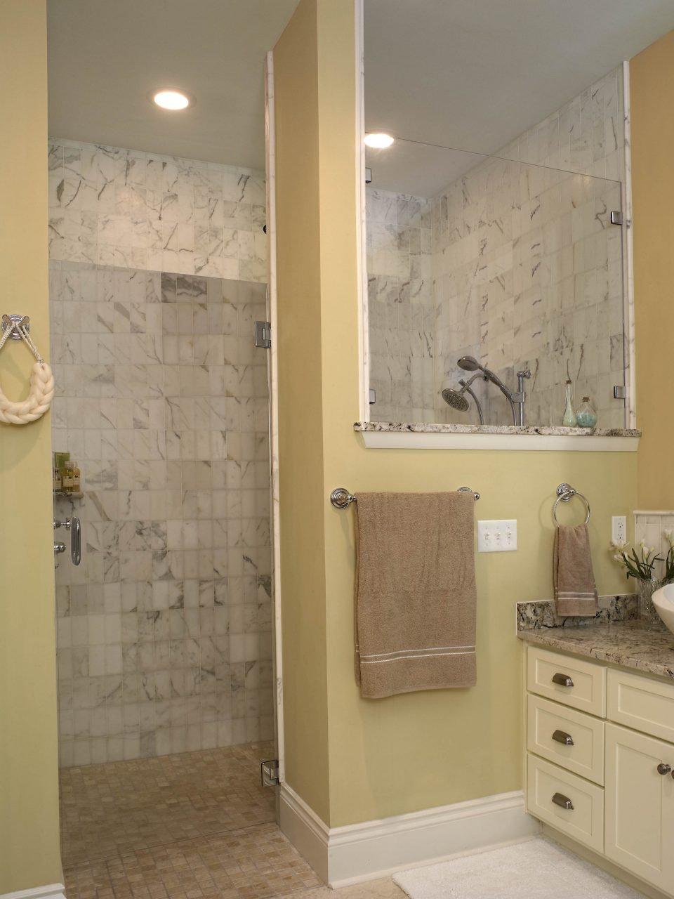 Stunning Tiny Bathrooms With Shower Bring An Awesome Feel On Your