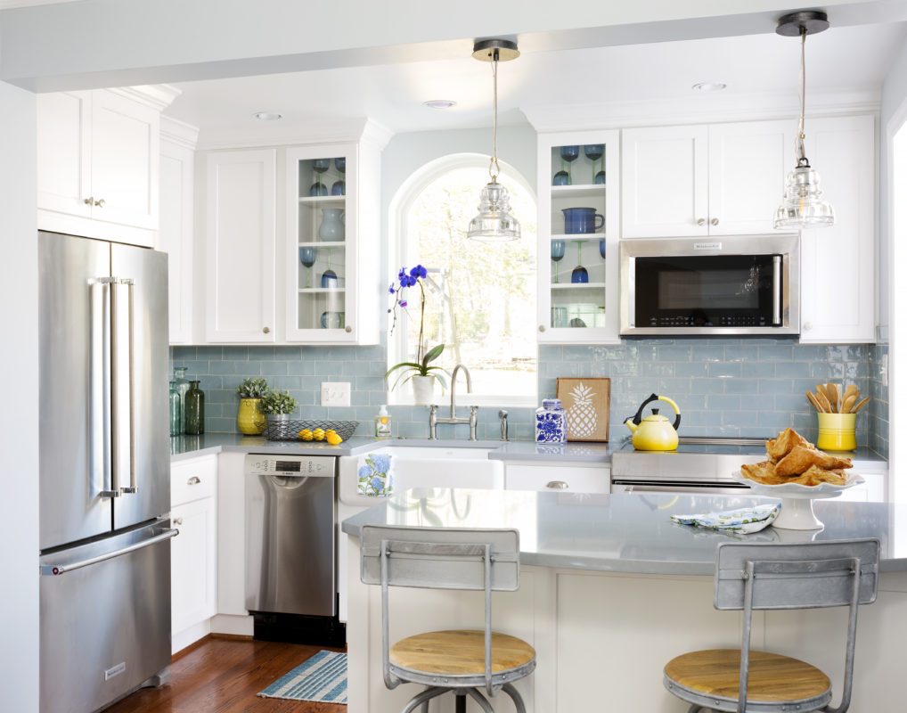 Tiny Simply White Kitchen Crystal Cabinets