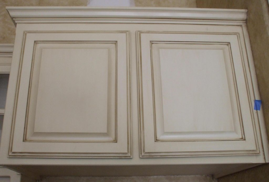 White Kitchen Cabinets With Chocolate Glaze Layjao