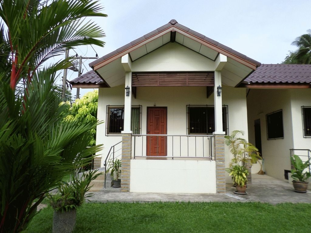 1 Bedroom House Inside Nice Garden Karon