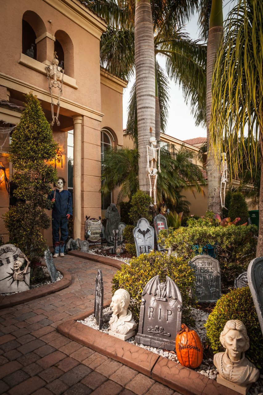 10 Best Outdoor Halloween Decorations Porch Decor Ideas For Halloween