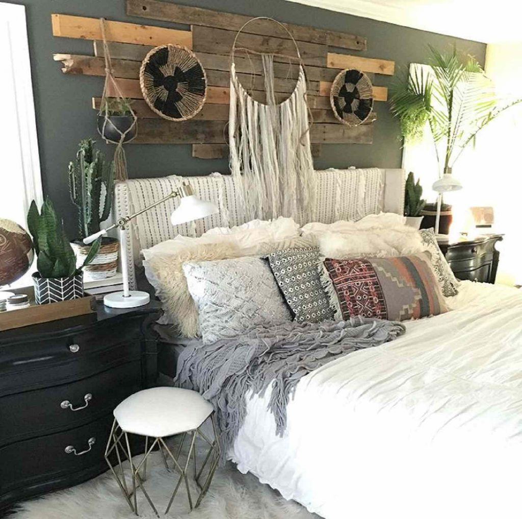 22 Beautiful Boho Bedroom Decorating Ideas