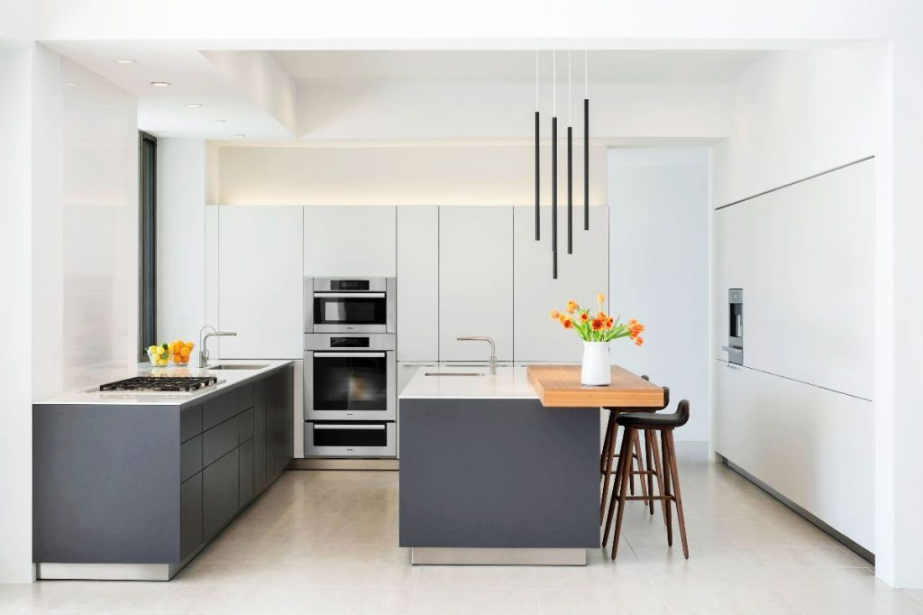 30 Gorgeous Grey And White Kitchens That Get Their Mix Right Black