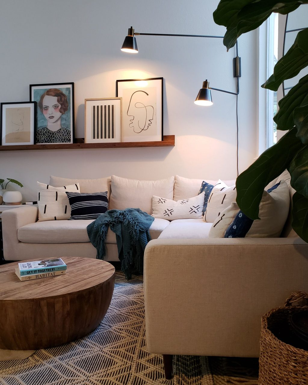 A 70s California Beach House Has The Coolest Girl Boss Corner In