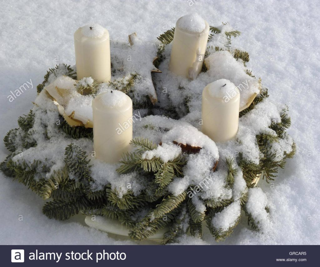 Advent Wreath Outside In The Snow Christmas Decorations Outdoors