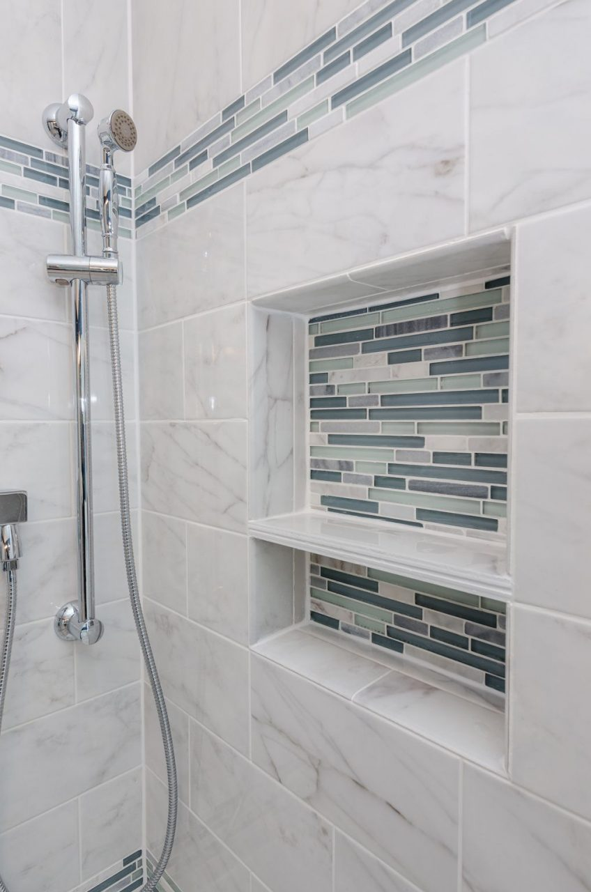 Arleystone Bliss Linear In Waterfall Mosaic Tile Accents In 2019