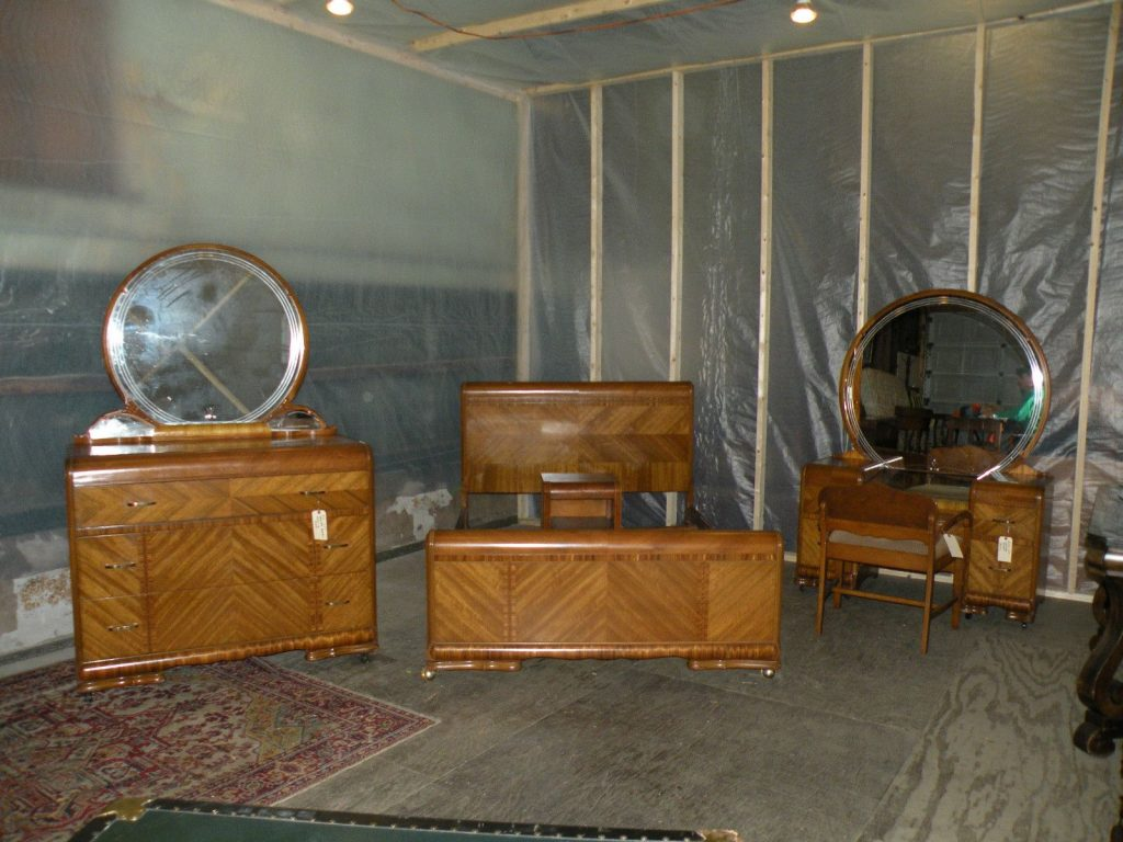 Beautiful Antique Art Deco Waterfall Furniture Bedroom Set Full