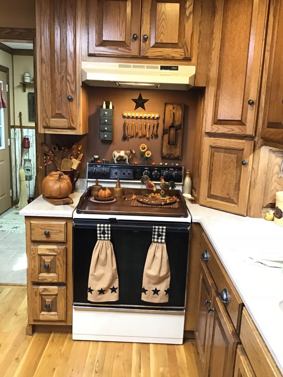 Cutsie Up Over The Stove Kitchen In 2019 Primitive Kitchen Decor
