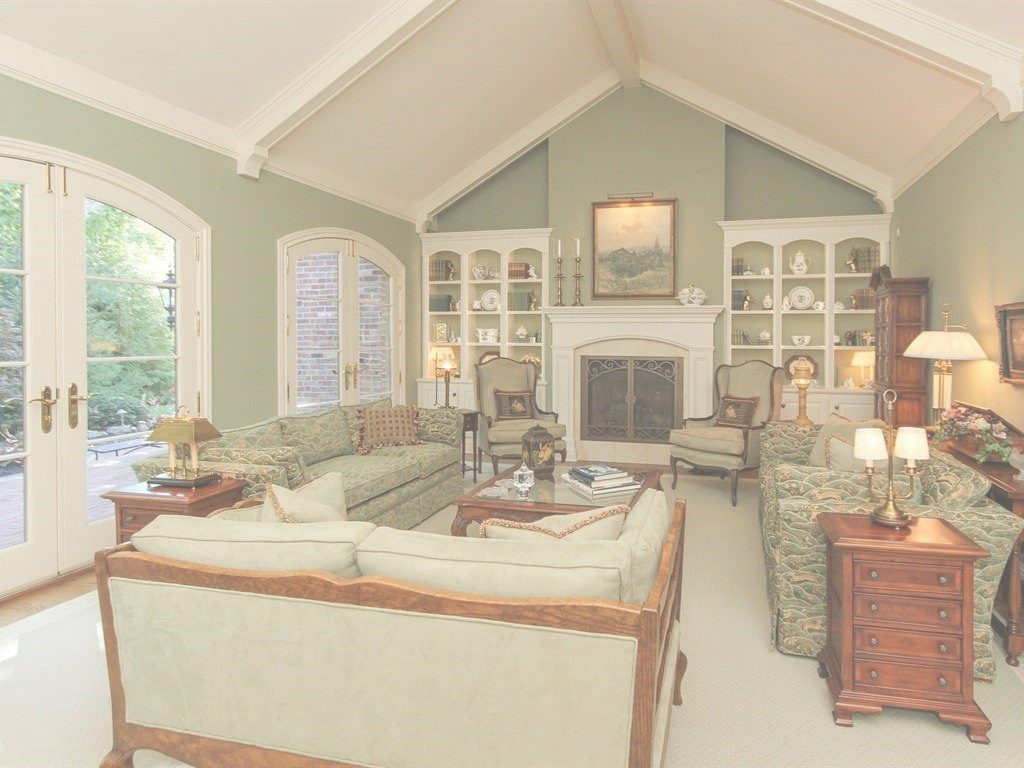 Fancy Traditional Living Room With Built In Bookshelf Cathedral Ce