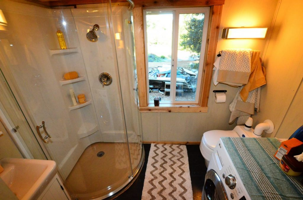 Five Cool Tiny House Bathrooms Tiny Home Builders