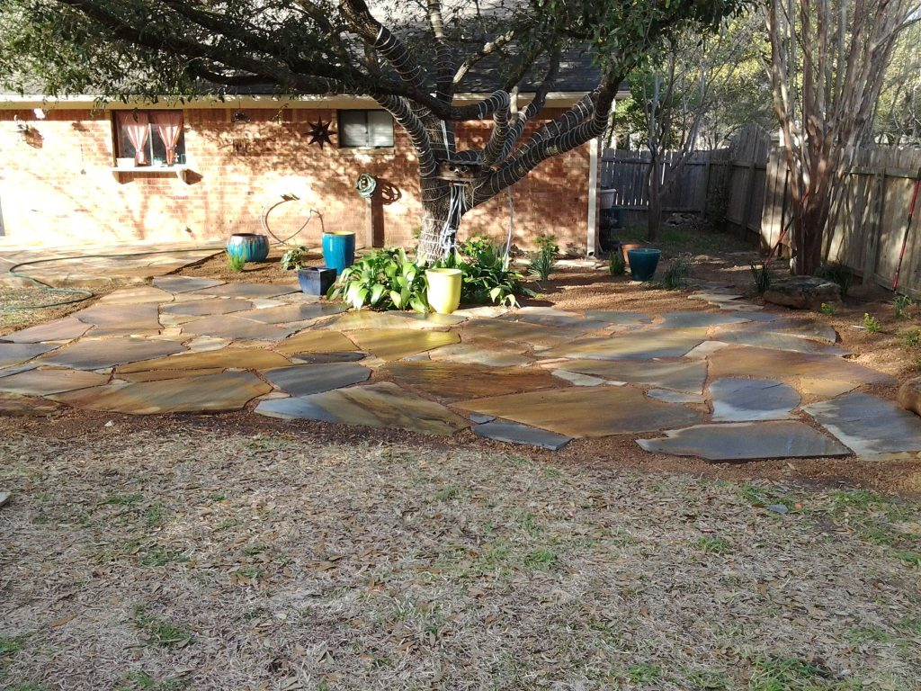 Flagstone Patio Set In Decomposed Granite With Containers For