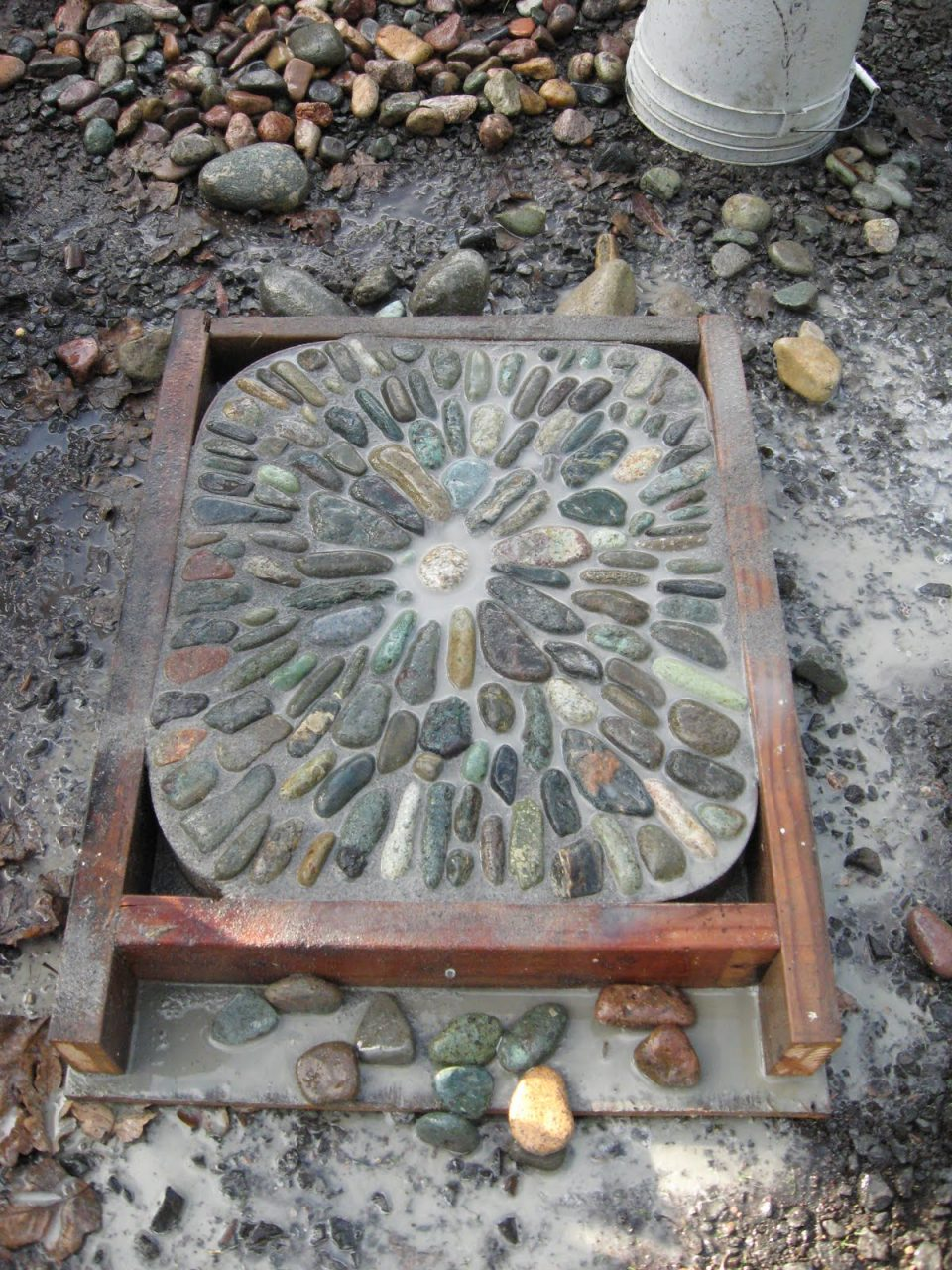 Jeffrey Bales World Of Gardens Building A Pebble Mosaic Stepping Stone