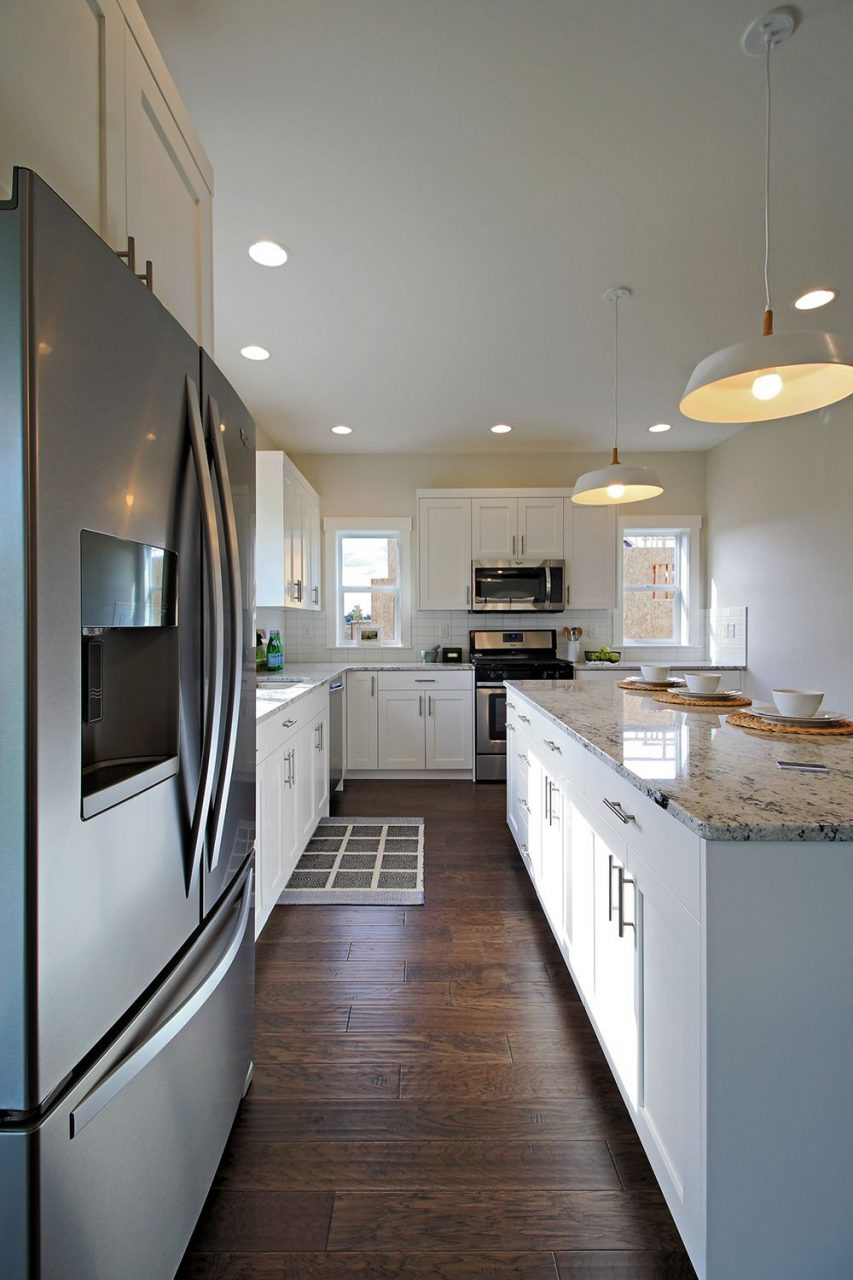 L Shaped Kitchen With White Shaker Cabinets Colonial White Granite
