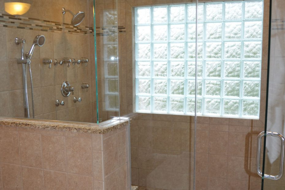 Love The Walk In Shower Could Have A Bench And Hanger For Towels At