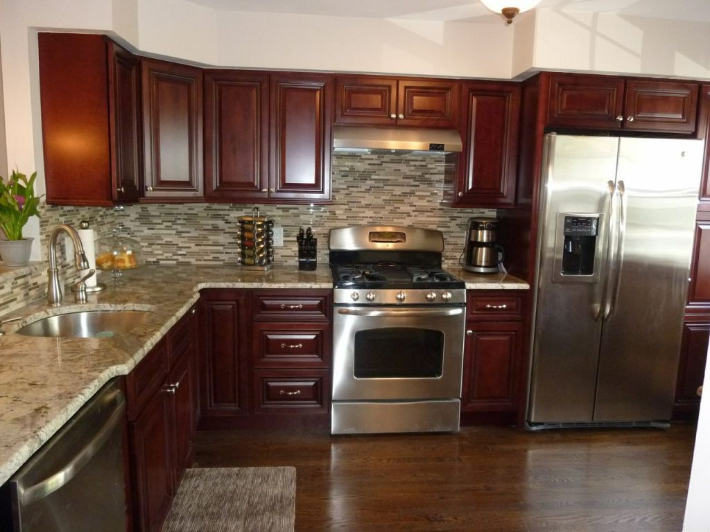 Modern Kitchen Stainless Steel Appliances Granite Counter Tops