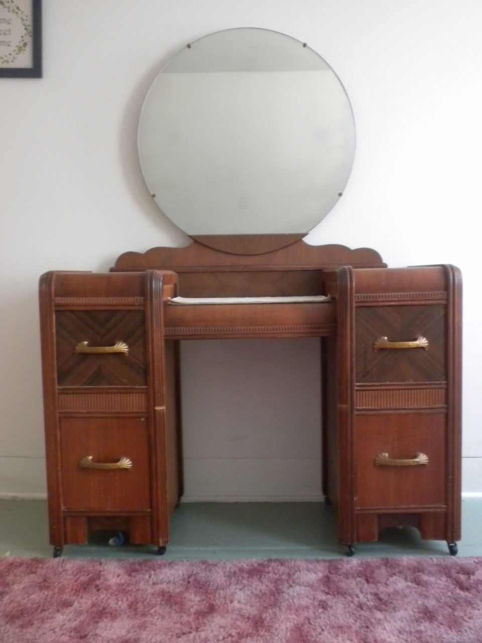 1930 Furniture Styles Have An Art Deco Waterfall Style Bedroom Set