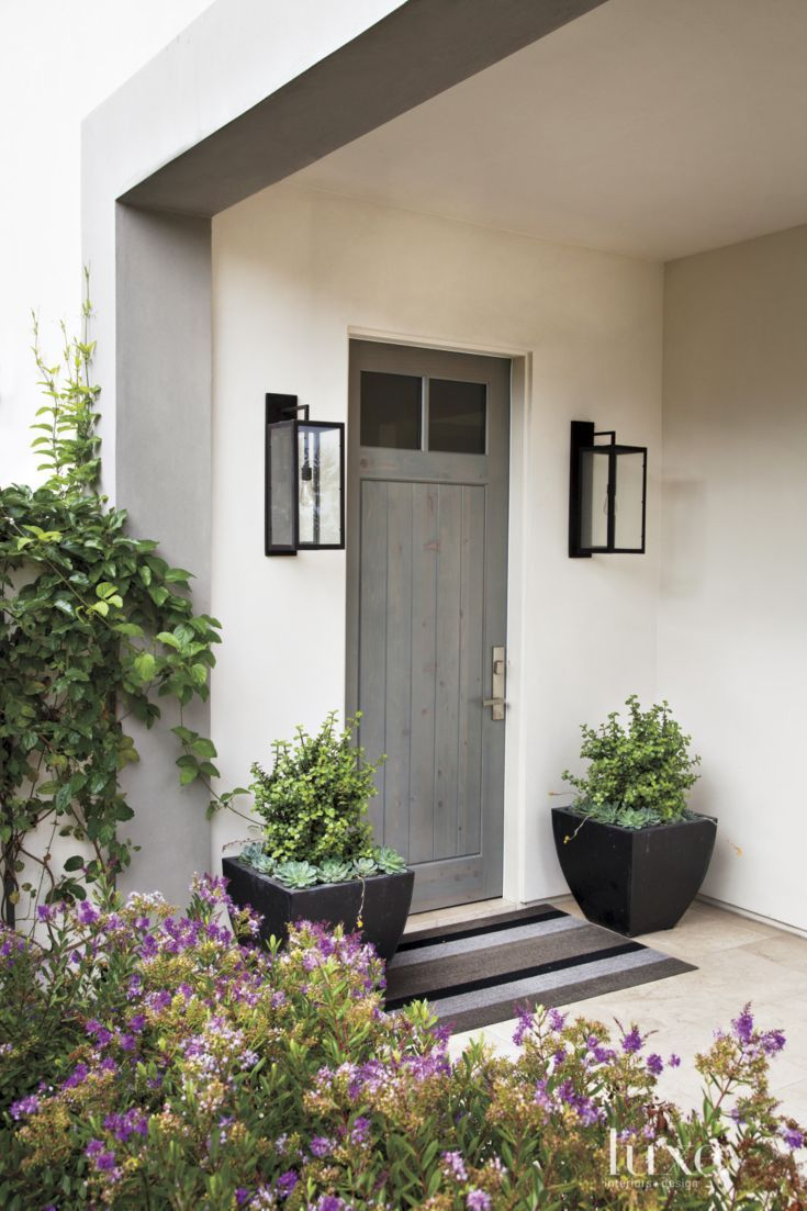 20 Welcoming Front Porches For Halloween In 2019 Doors Grey