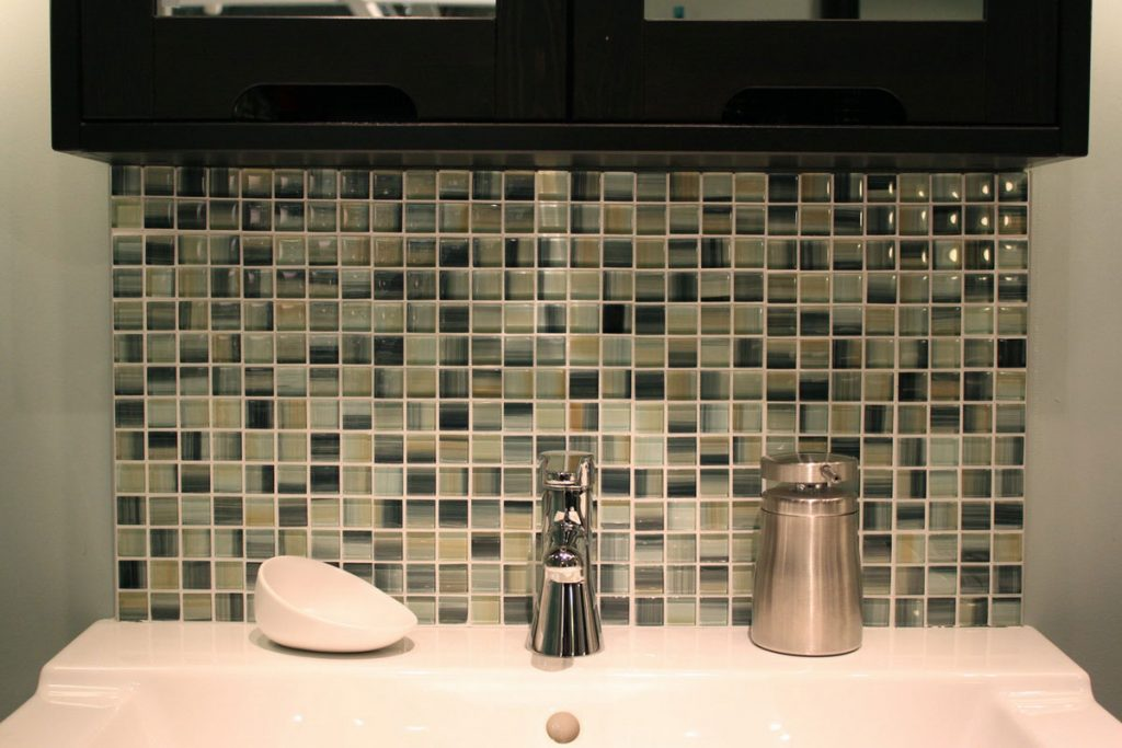 Creating Mosaic Bathroom Designs