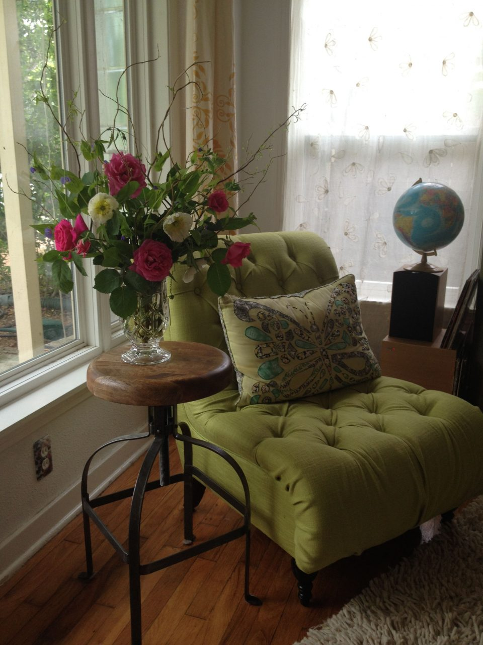 Day 4 Of Decorating With Flowers The Living Room Side Table