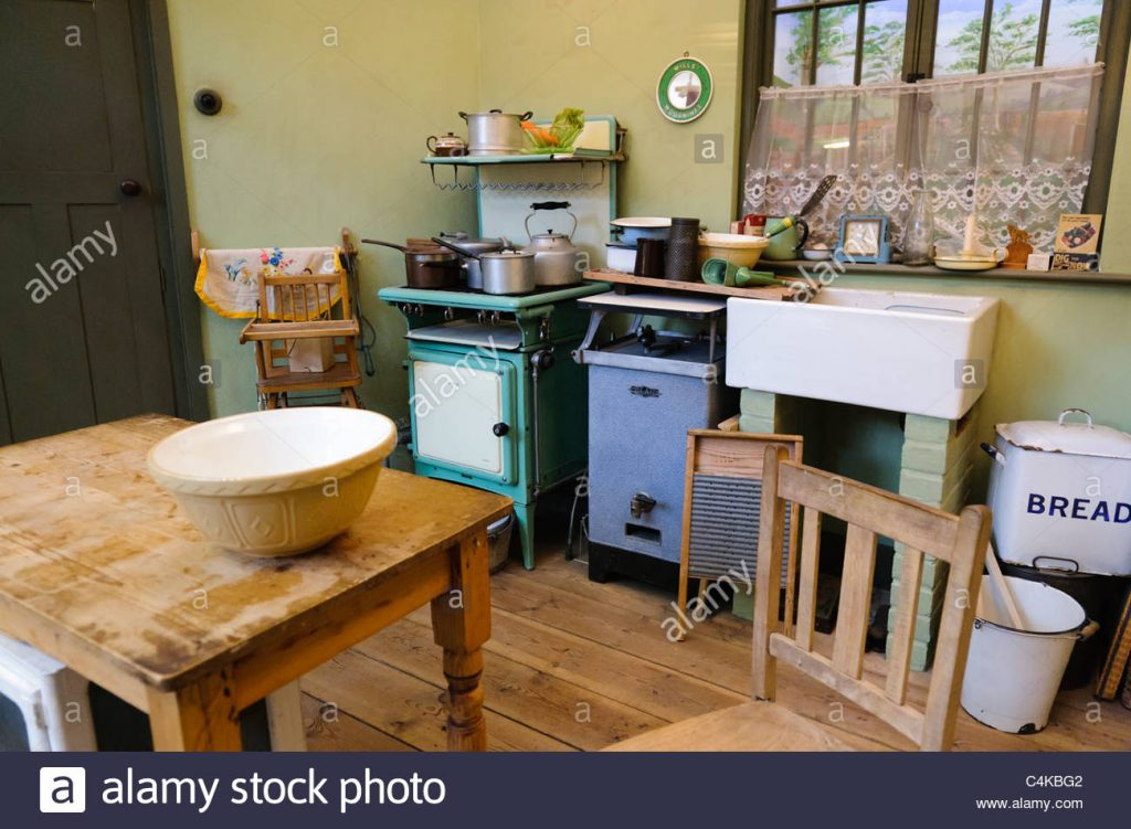 Kitchen In A Traditional British Home In The 1930s Stock Photo