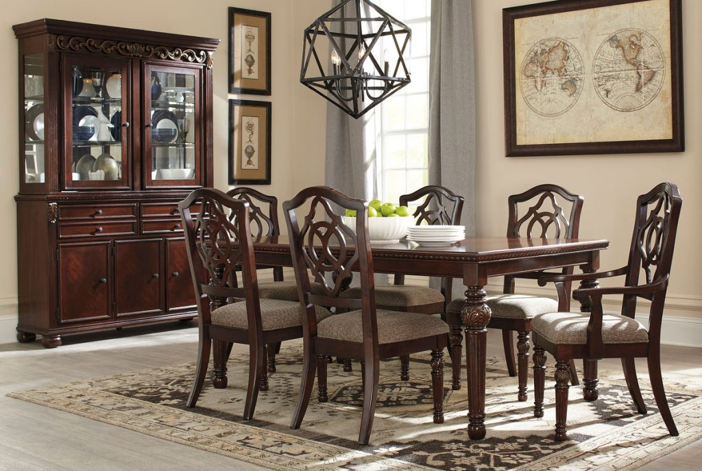 Leahlyn 8 Pc Rect Dining Room Ext Table 4 Side Chairs 2 Arm