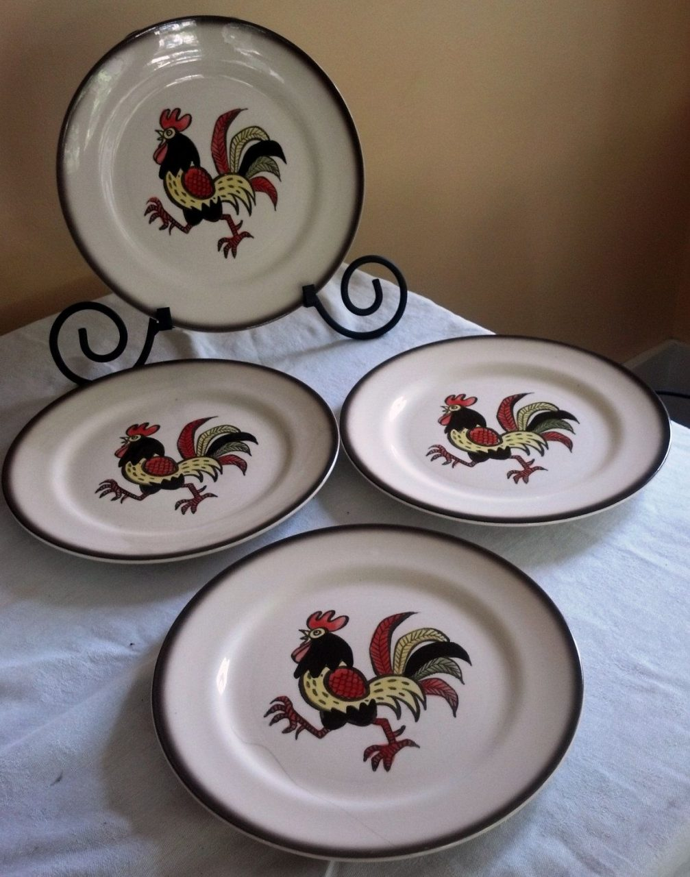 Vintage Red Rooster Metlox Poppytrail Dinner Plates Set Of Four Made
