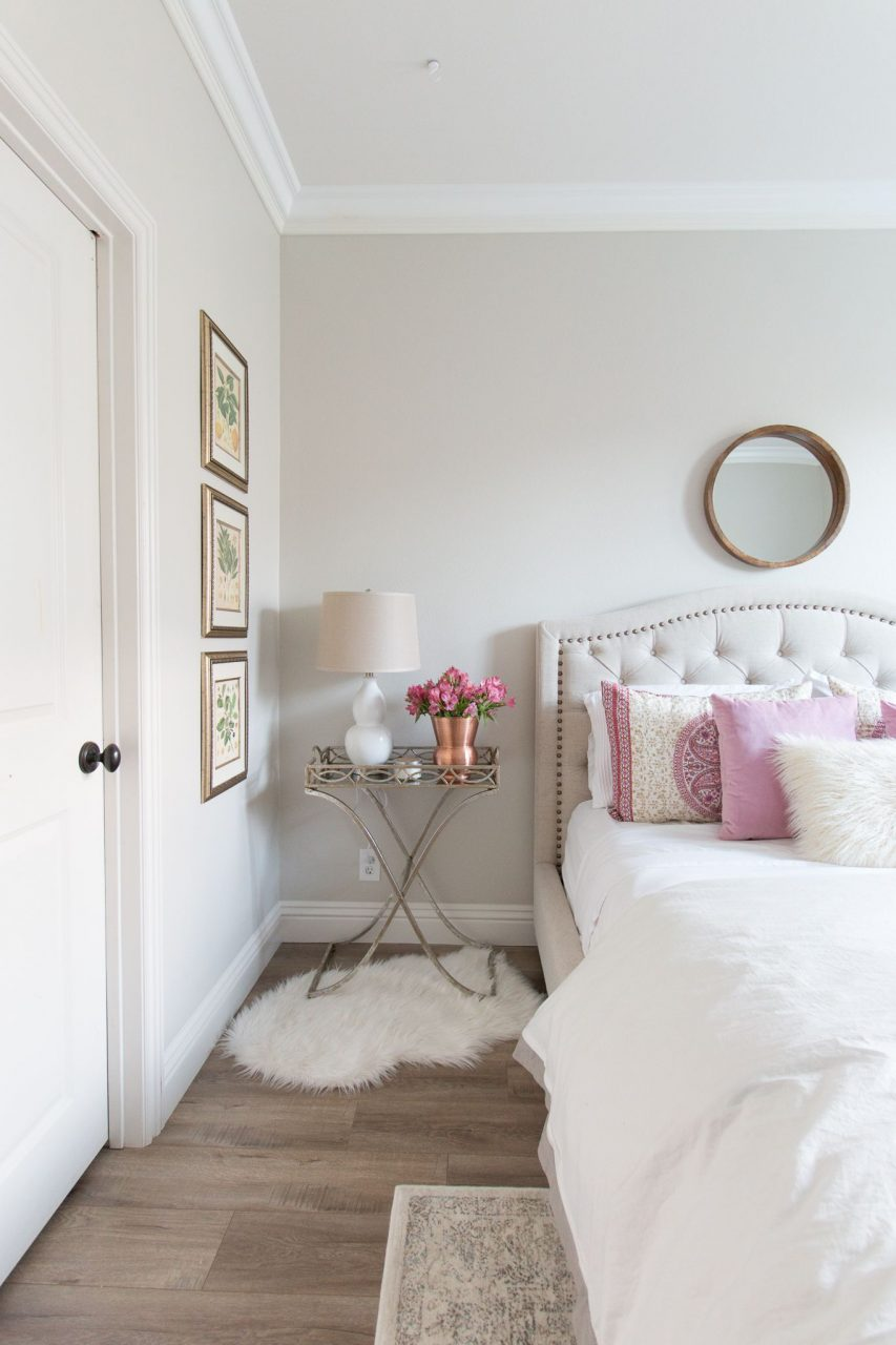 Wall Color Is Pale Oak Benjamin Moore Love The Pink Accent And Rug