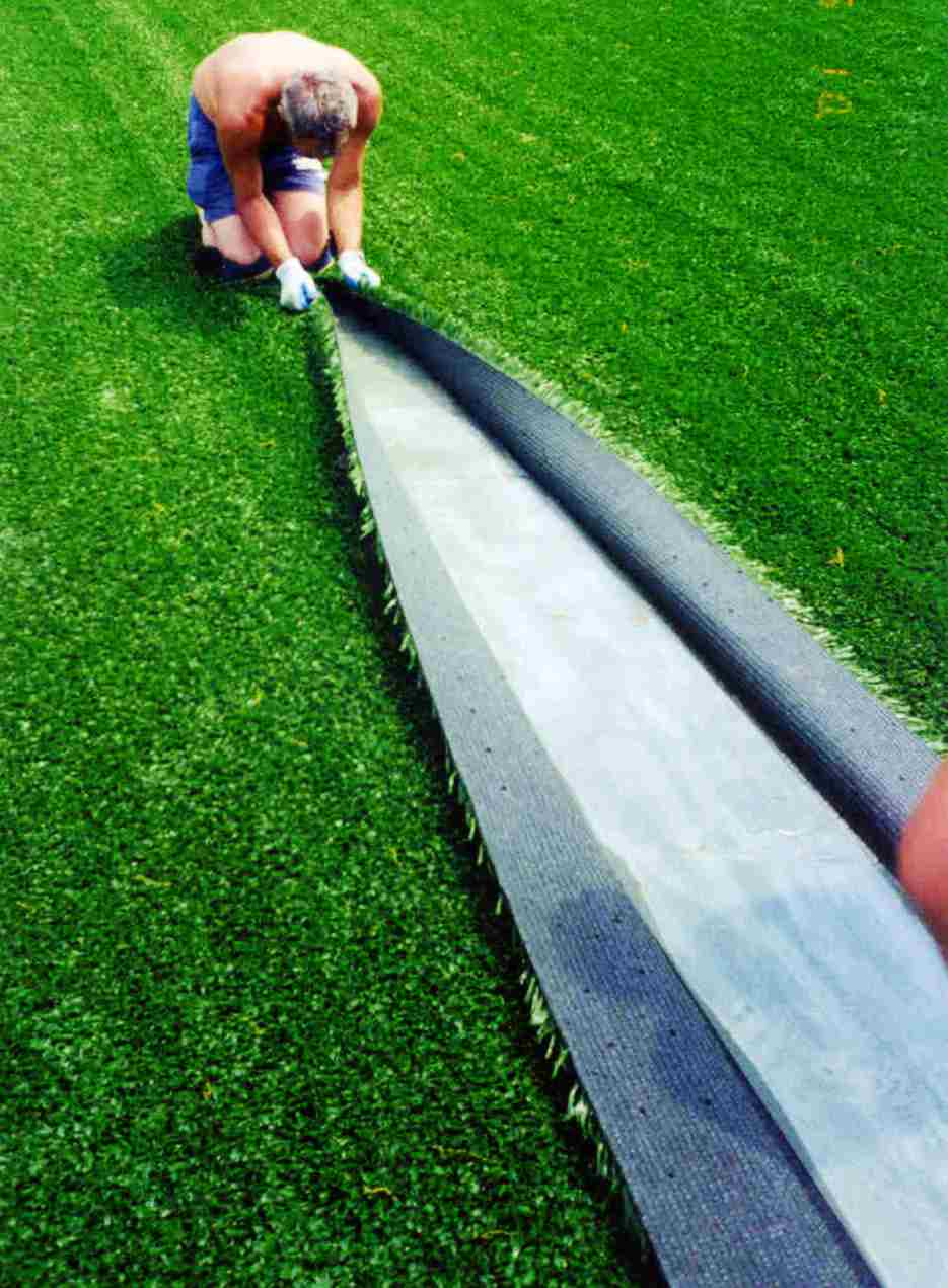 10 Reasons To Think Twice About Artificial Turf From A Designer Who