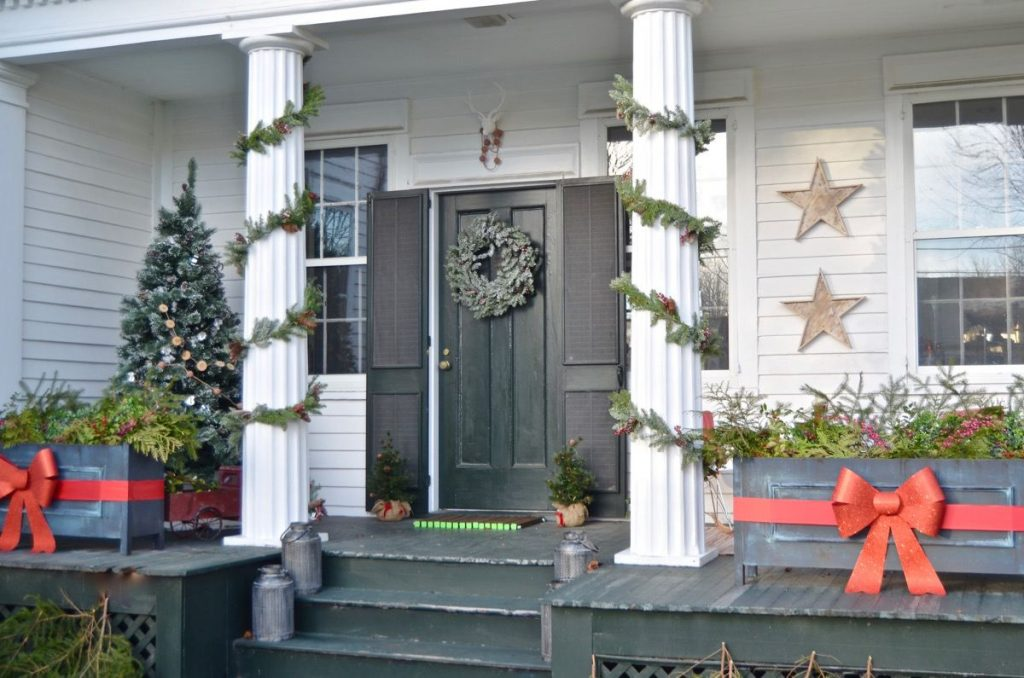 40 Best Christmas Porch Decorations