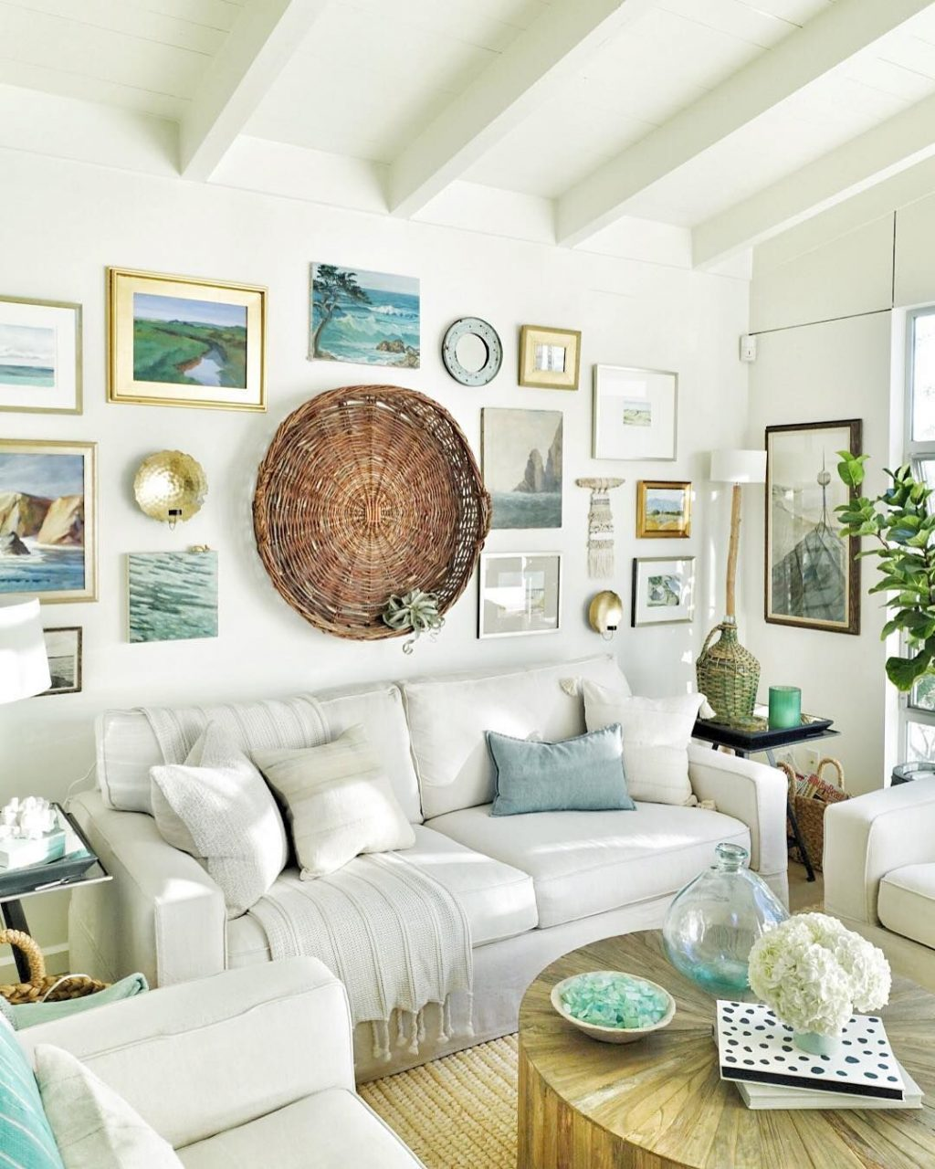 A Cozy Beach Cottage Living Room With A Seaside Inspired Gallery
