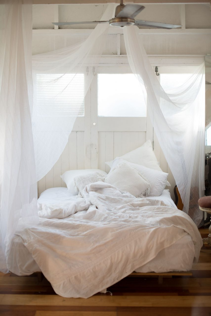 A Mosquito Net In A White Bedroom Is Like Summer Romance Home