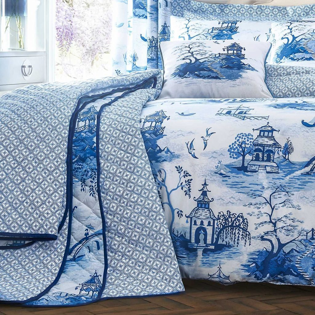 Chinoiserie Bedspread Blue And White Blue Bedroom White Bedroom