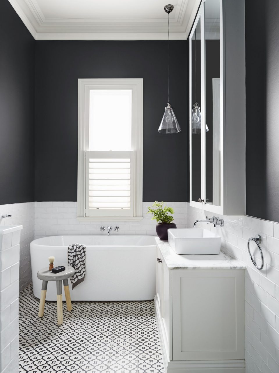 Classic Black And White Bathroom Bathroom Ideas In 2019 Grey