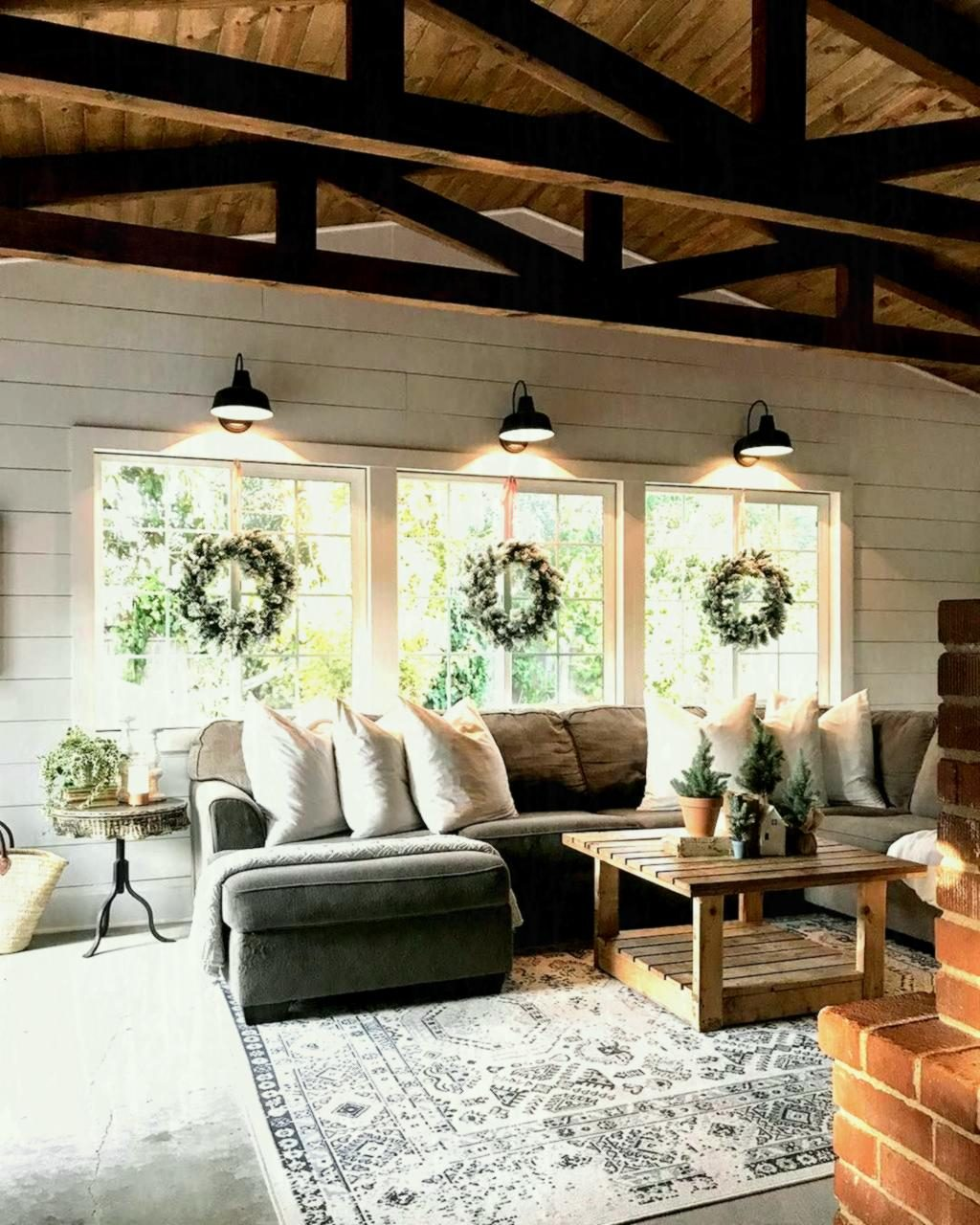 Country Cottage Living Room Decorating Ideas Gray Rugs For Taupe