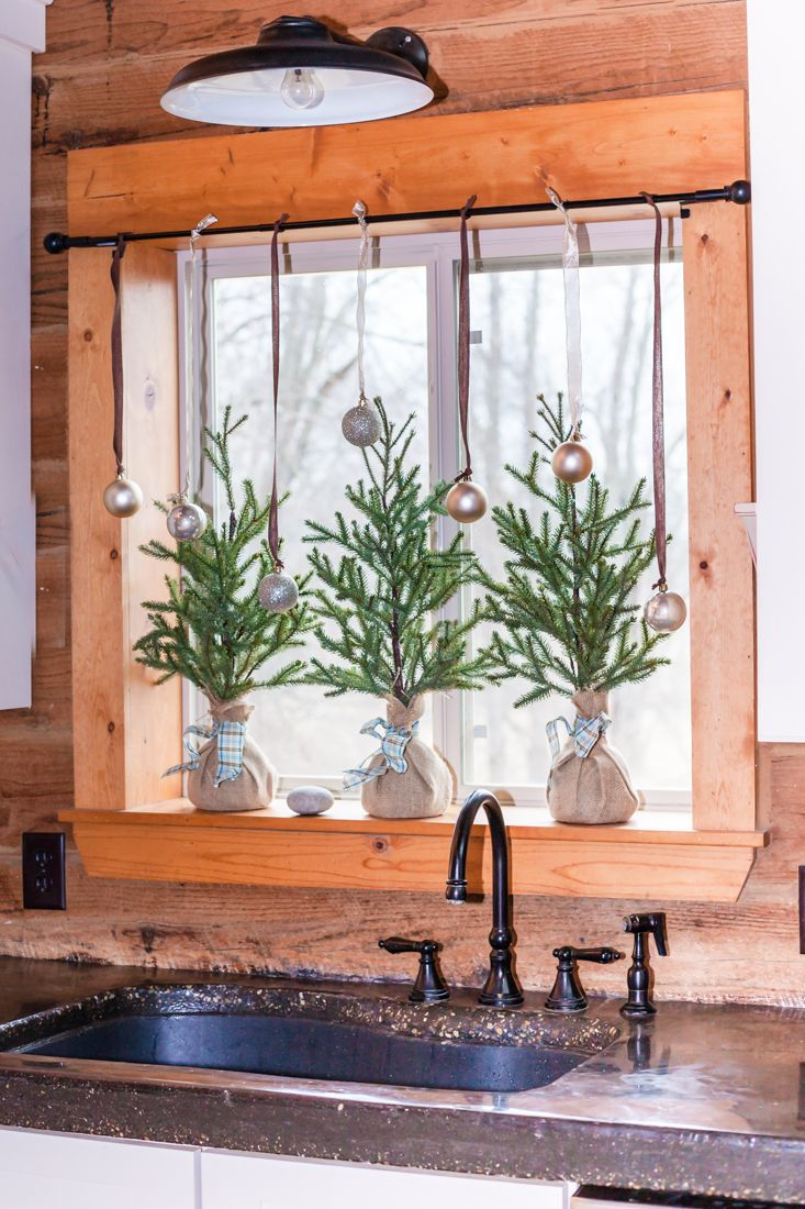 Easy Kitchen Window Christmas Garland Holidays Christmas Kitchen