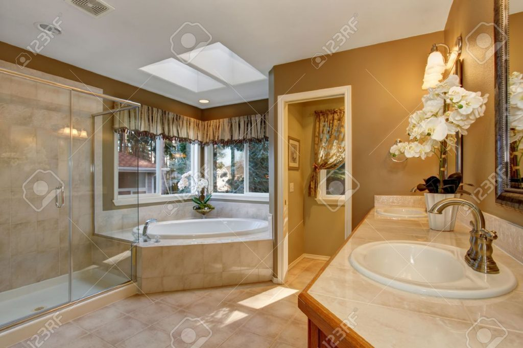 Large Elegant Master Bathroom With Shower And Big Bath Tub Stock