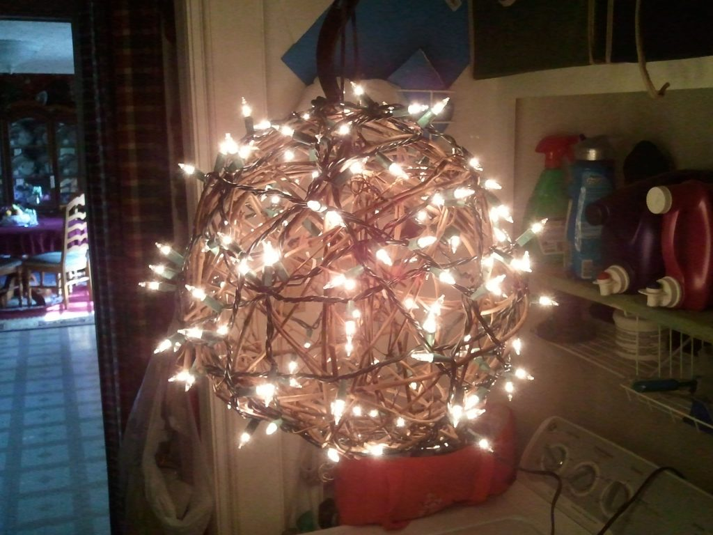Make Your Own Cool Chandelier Take A Grapevine Ball And Zip Tie