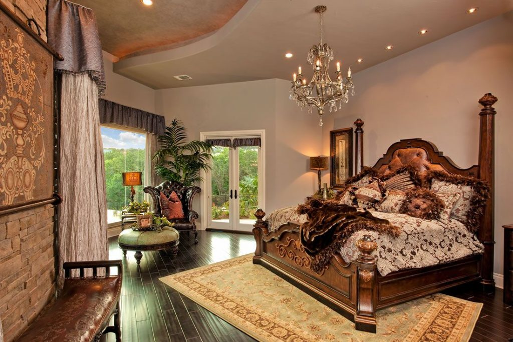 Old World Style Bedroom Suite Furnishings Accessories Ideas For