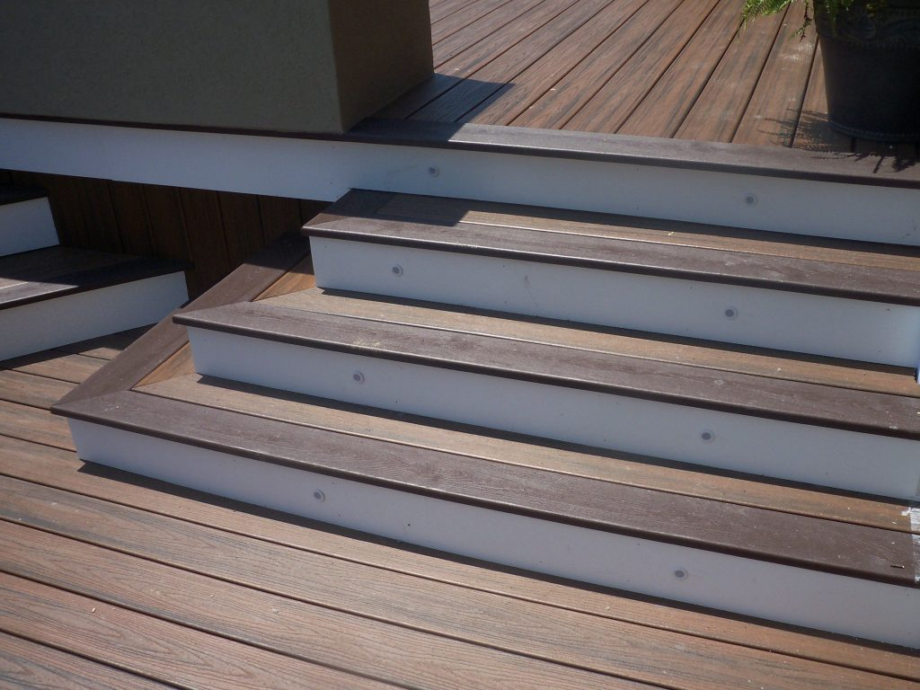 Pyramid Steps With Riser Lights Curved Trex Deck In 2019
