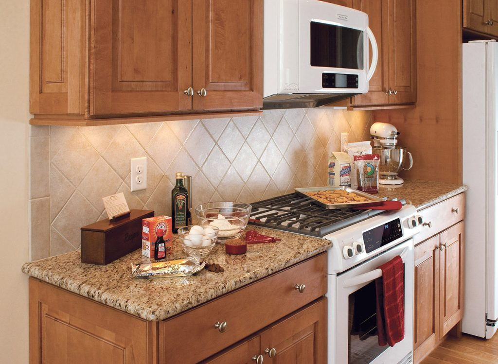 Raised Panel Maple Cabinets Traditional Kitchen Design