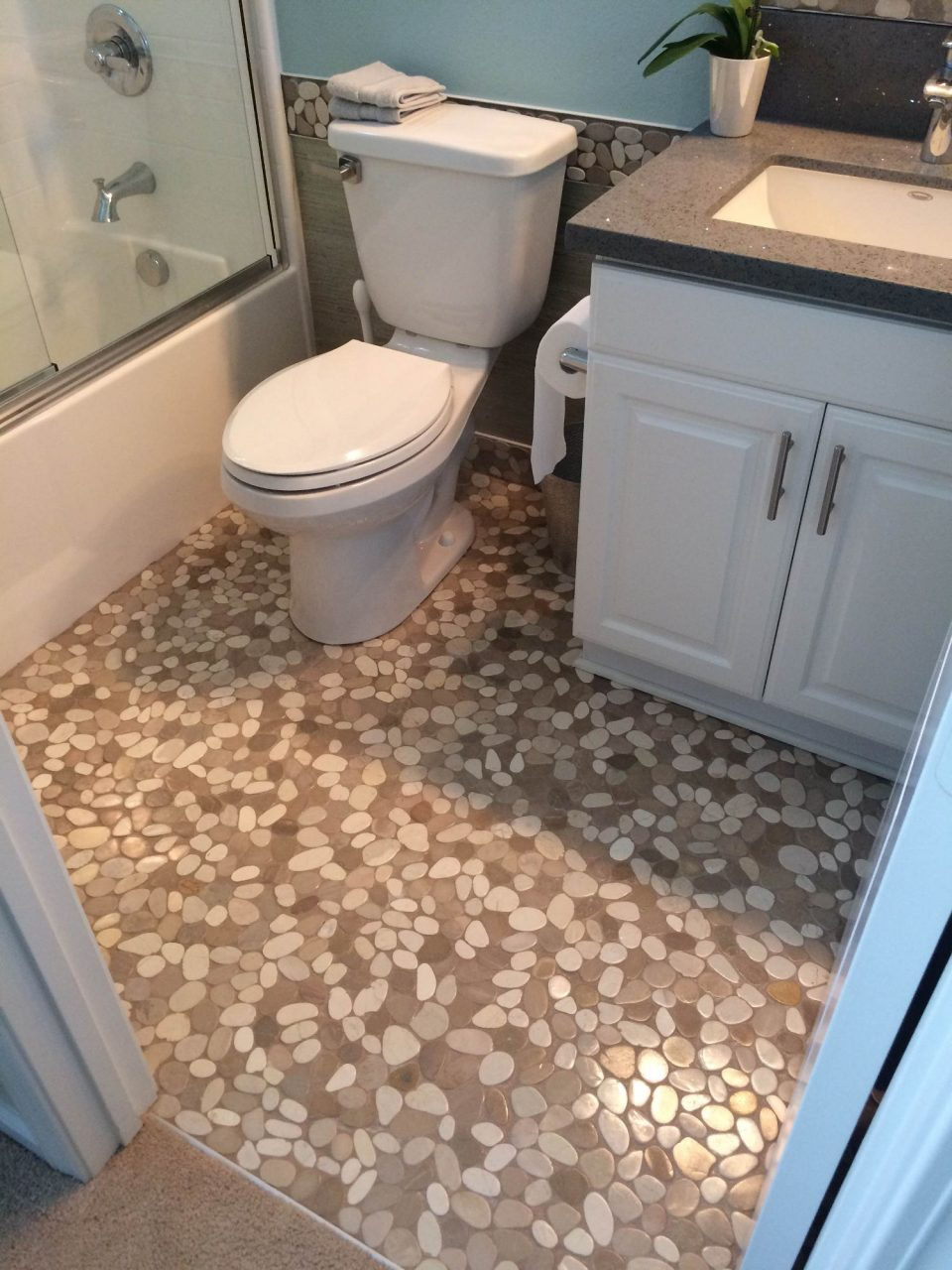 Sliced Java Tan And White Bathroom Flooring Tilehub