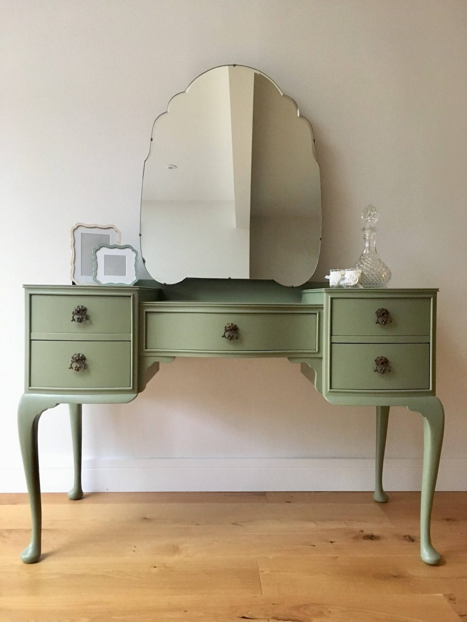 Sold 1950s Vintage Queen Ann Style Dressing Table And Mirror