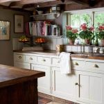 English Cottage Kitchen Decorating Ideas