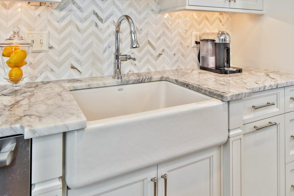 White Kitchen With Farmhouse Sink Dy28 Roccommunity