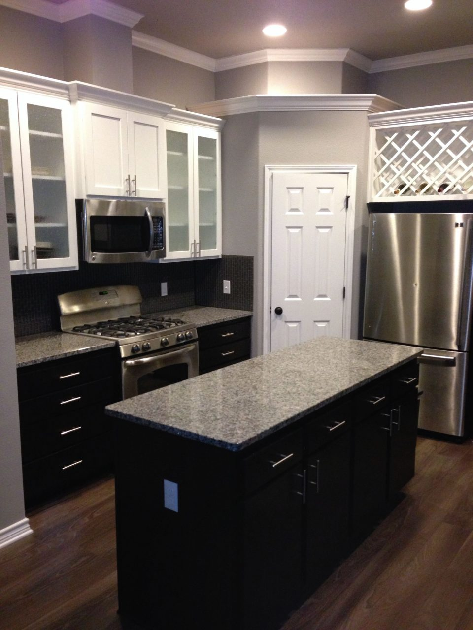 White Upper Cabinets With Espresso Lower Cabinets Love The Contrast